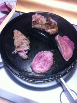 20130131ユニフレームダッチオーブン6インチ蓋焼肉