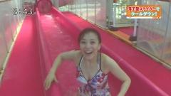 江藤愛アナ水着ウォータースライダー画像3