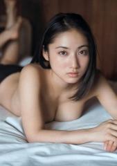 紗綾乳輪ギリギリトップレス画像