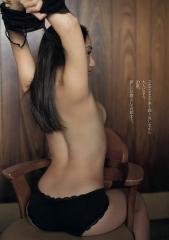 紗綾ノーブラ横乳セミヌード画像