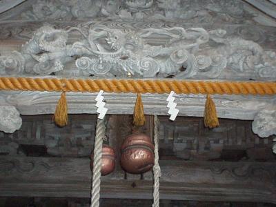 気多本宮拝殿の龍の浮彫りのアップ写真
