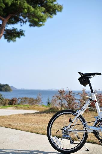 かすかに江島大橋が見える