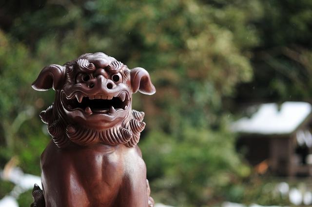 銅色の狛犬