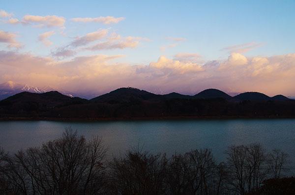 御所湖と七ツ森