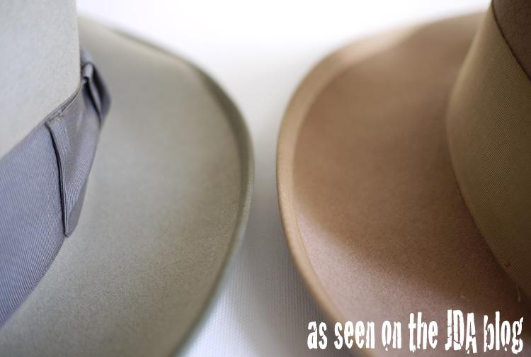 ブリムを全て下ろして形を付ける、ジョニーデップ特有のクセ付けも ウィペットのワイドブリムだからこそ、実現する。