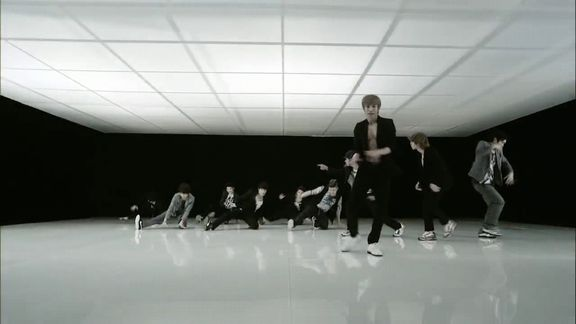 Super JuniorBeauty;Bonamana MV.avi_000182359