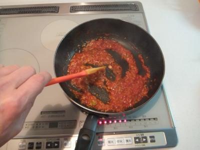調味料を炒める