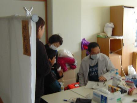 湊小学校での診療の様子