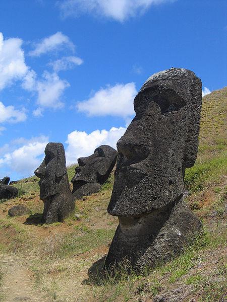 450px-Moai_Rano_raraku[1]