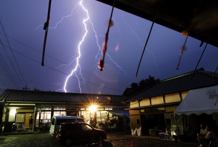 2010 07 25 祭り 雷 (4)
