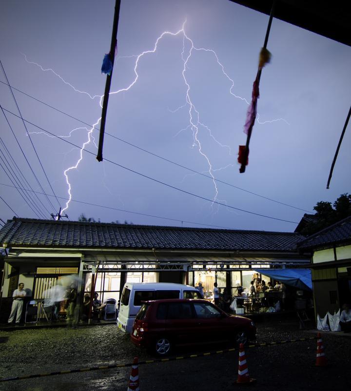2010 07 25 祭り 雷のコピー
