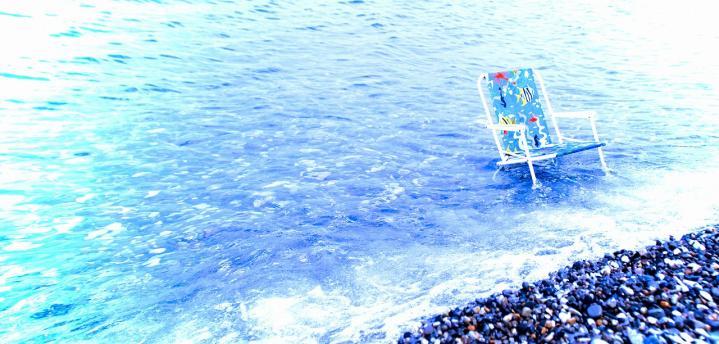 海を背に・・