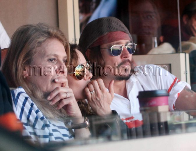 12_19_10_johnny-depp-dolphins-game_0.jpg