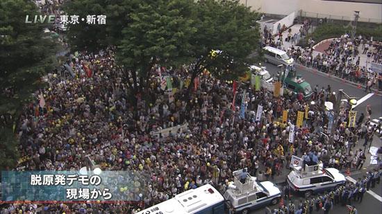 原発廃止求める市民団体などが都内各所でデモ…新宿ではおよそ3300人がデモ行進