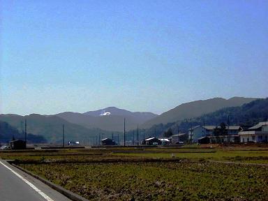 早春の矢次山