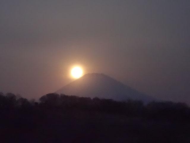 富士山に隠れ始めました