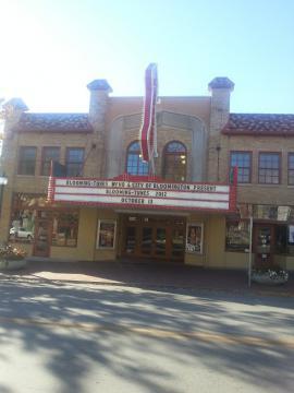 町にある劇場