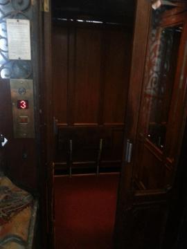博物館 エレベーター