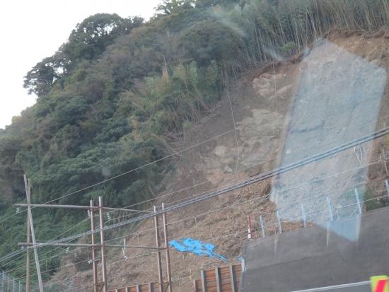 東海道線土砂崩れ現場