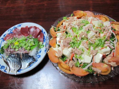 刺身盛り合わせ、豆腐と水菜のサラダ