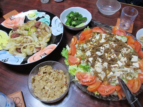 コンビーフとオニオンガーリック炒め、豆腐牛佃煮サラダ