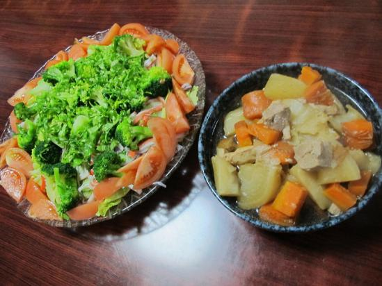 豚肉と根菜の煮物、サラダ