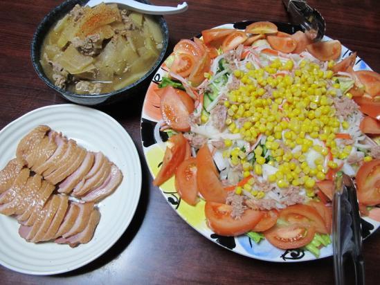 豚肉と大根のさっと煮、合鴨燻製、ツナコーンサラダ