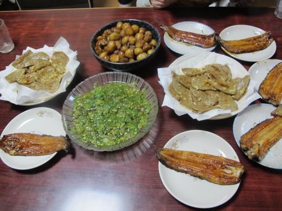 うなぎ蒲焼、黒はんぺん、新じゃがの揚げ煮、フキノトウの酢の物