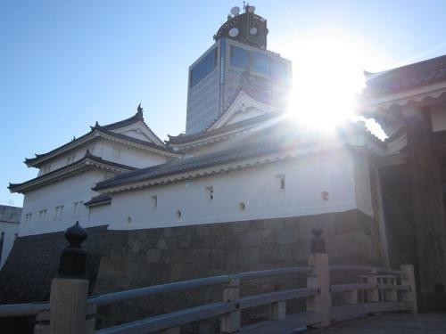 駿府城東御門と県庁舎