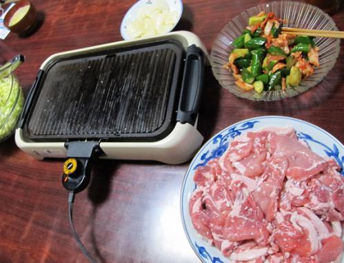 豚麹焼き、きゅうりのキムチ和え、キャベツ千切り