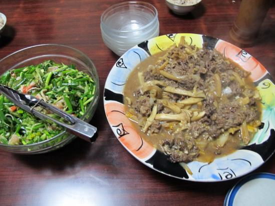 牛肉とキノコの柳川風、お刺身サラダ
