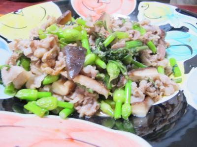 豚肉とタラの芽、ネギ坊主、しいたけ炒め