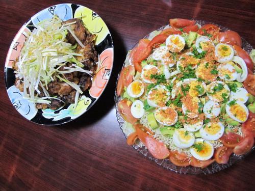 油淋鶏と茹で卵と鮭そぼろのサラダ