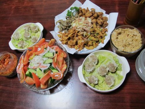 魚肉練製品、焼売、きゅうりとトマトとカニカマ
