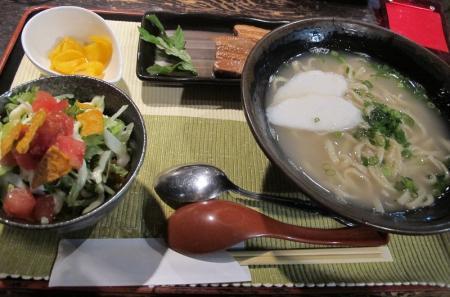 沖縄そばとミニタコライスセット