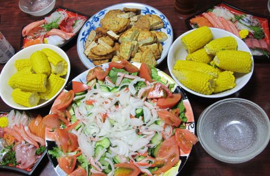 刺身とトウモロコシとサラダ晩ご飯