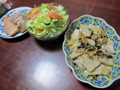 叉焼とメンマ炒め、合鴨燻製、サラダ