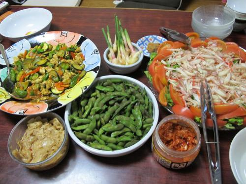 鶏肉と野菜のカレー炒め、サラダ、枝豆