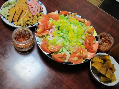揚げかまぼこ各種、ハムサラダ、かぼちゃの煮つけ、キムチ