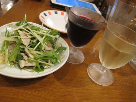 豚肉のオニスラ和えとグラスワイン