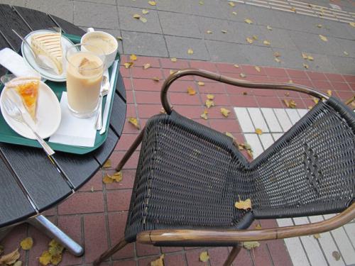 アップルパイと洋ナシのキャラメルレアチーズ
