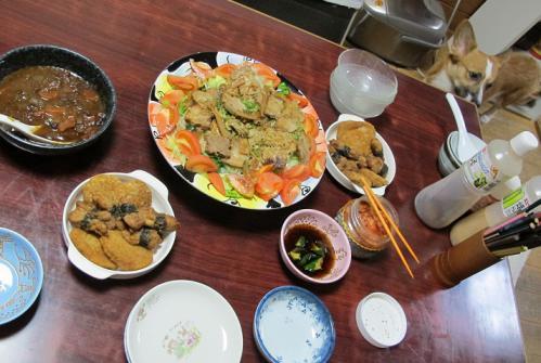 揚げ物惣菜、チャーシューサラダ、牛スジ煮込み
