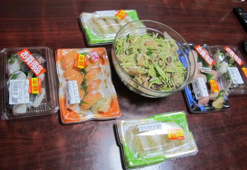 半額寿司、お刺身サラダ