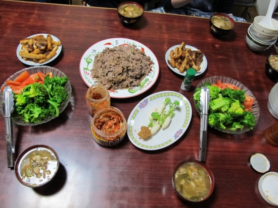 牛肉炒め,イカの唐揚げ,ブロッコリートマト,汁の残り