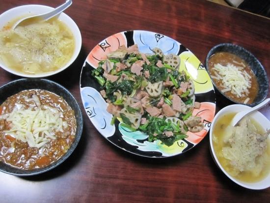 ベーコンとレンコン、ホウレンソウ炒め,野菜とひき肉のトマト煮