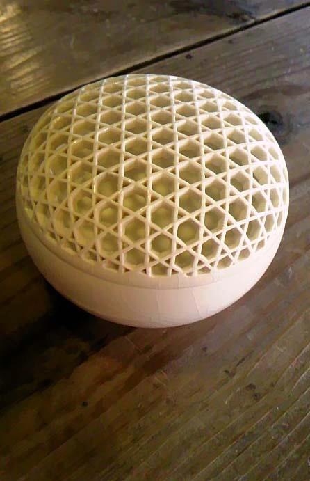 透かし彫り小鉢