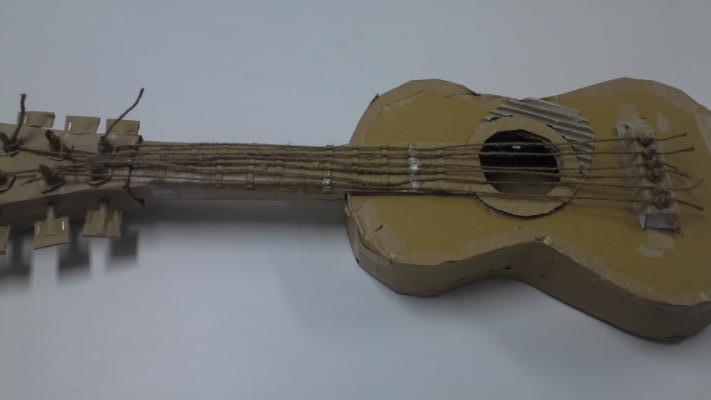 段ボールギター