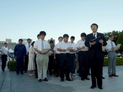 平和公園にて「もうひとつの平和宣言」を朗読