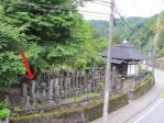 歩道橋から見る星野長太郎の墓地