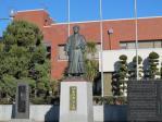 公民館前の銅像